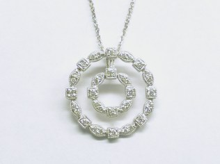 p-425 Diamond pendant in a circle design, 18K white gold