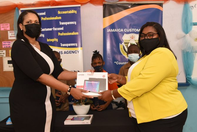 Jamaica customs donate 60 tablets worth $1.2m to 2 primary schools