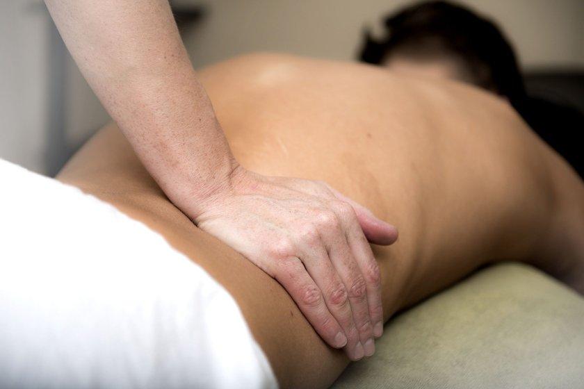l'épilation du dos pour hommes est une pratique qui devient courante. Moins douloureuse elle permet de débuter l'épilation masculine