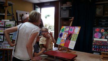 Les enfants présentent leurs travaux