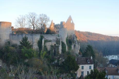 Vue de la forteresse d'Angles depuis la ville haute
