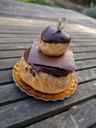 Religeuse au chocolat (filled with chocolate pastry cream)
