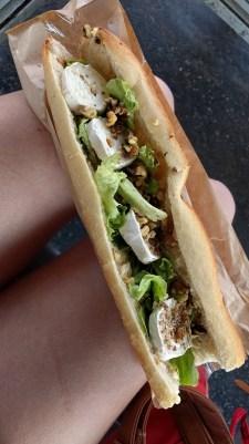 Sandwich chèvre-noix