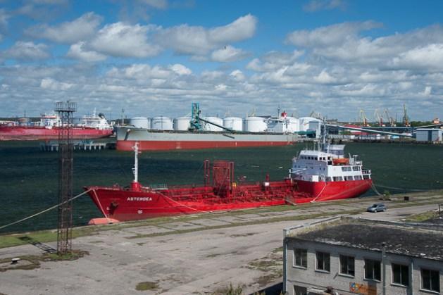 Tanker im Hafen von Ventils