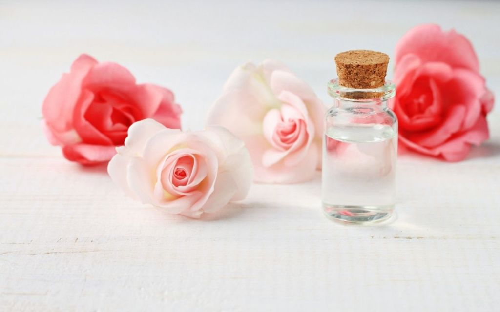 How to Make a Rose Water Toner at Home