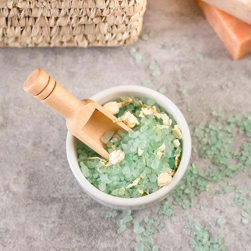 How to make an exfoliating scrub for soft hands and feet