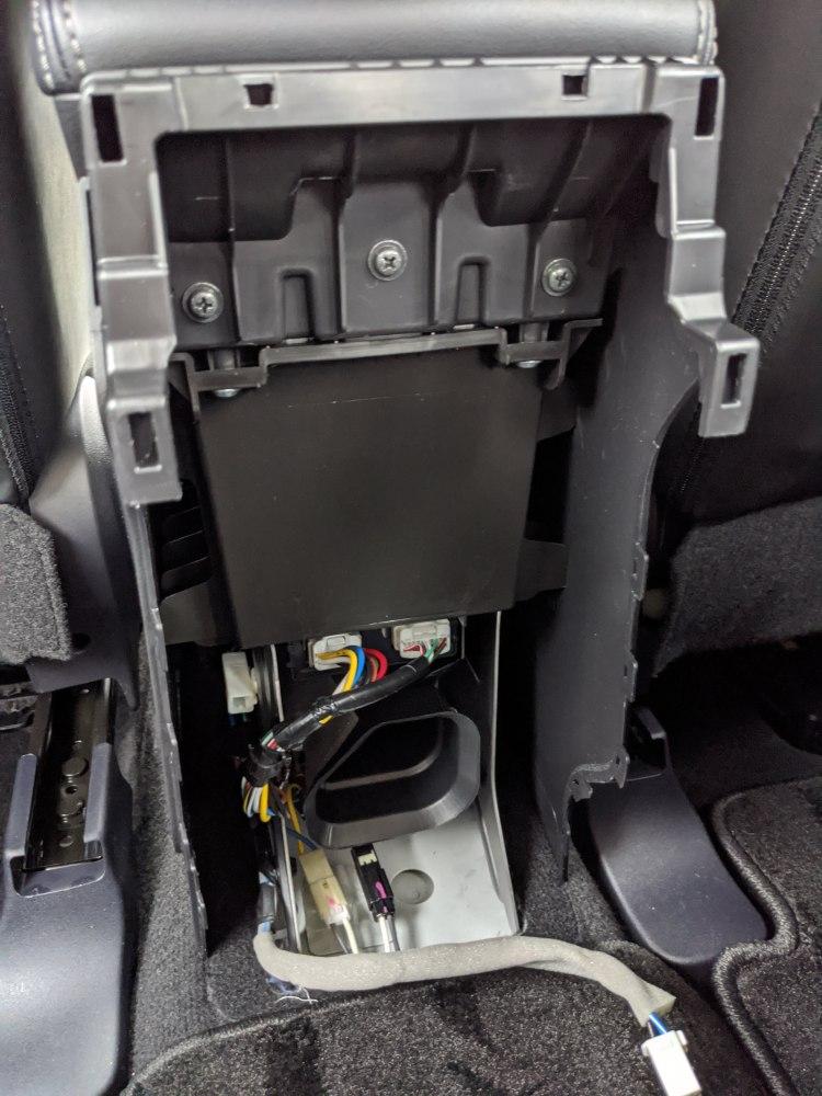 エアコン吹き出し口のパネルを外した後のコンソールボックス