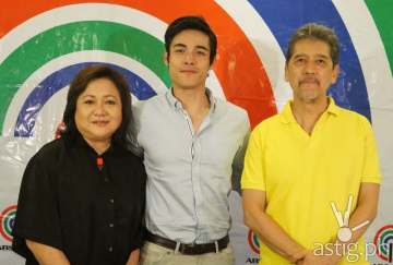 (L to R) Star Creatives head Malou Santos, Xian Lim, and Star Magic consultant Johny Manahan