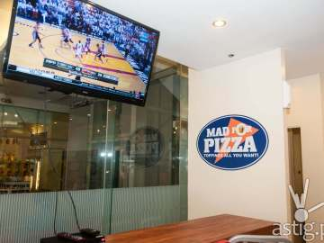 Mad for Pizza interior
