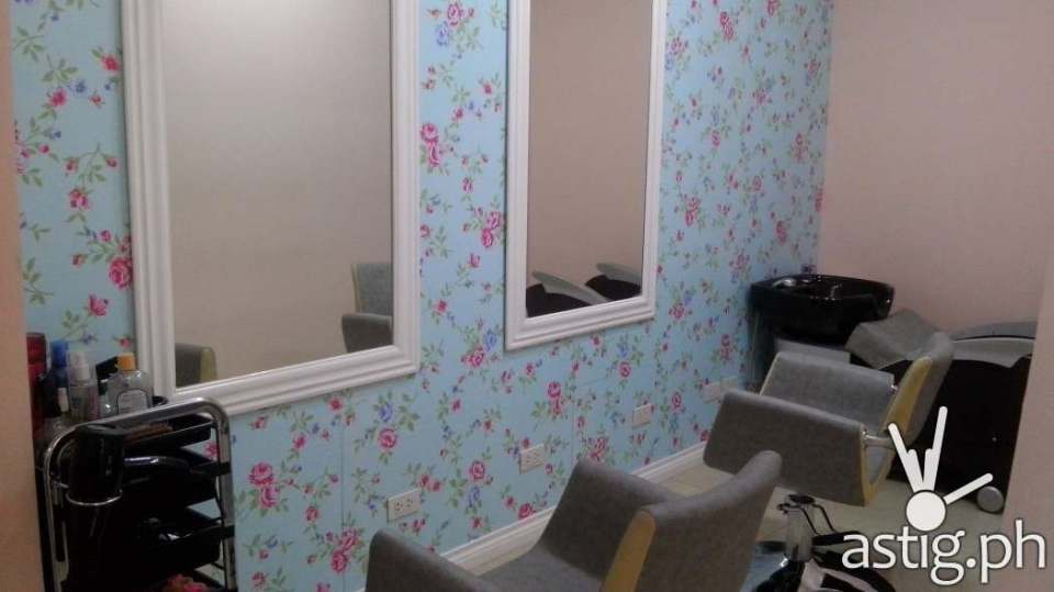 Flowery wallpapers make up a really nice ambiance in Make Me Blush Nail Spa & Beauty Lounge