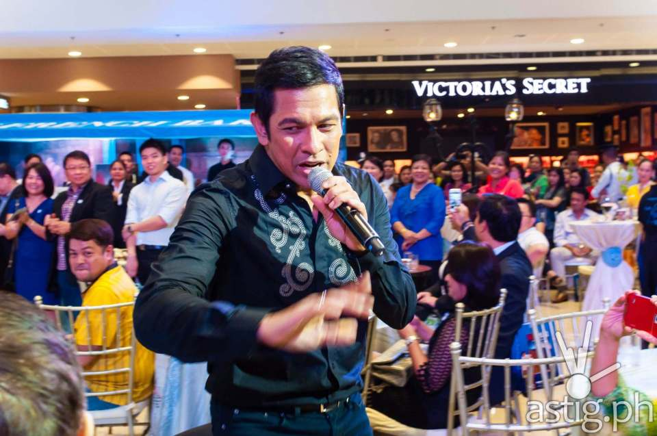 At 50, Gary V is as energetic as ever as he electrifies the crowd while singing 'Shout For Joy'