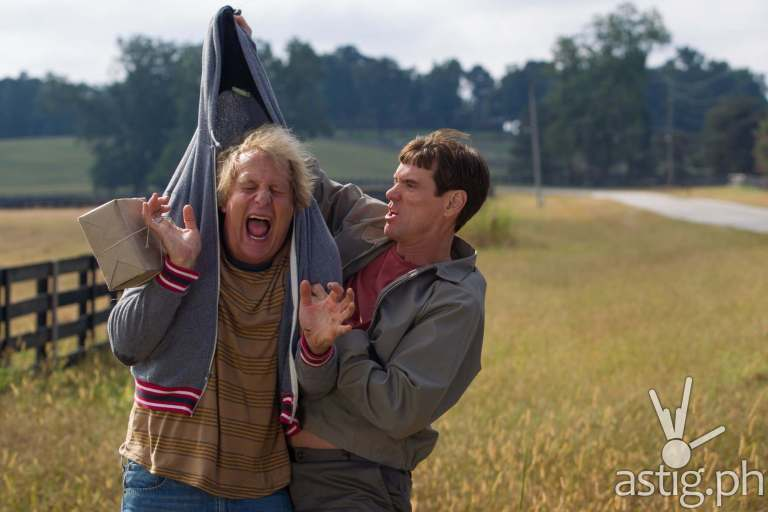 Jim Carrey (Lloyd Christmas) and Jeff Daniels (Harry Dunne) in Dumb and Dumber To