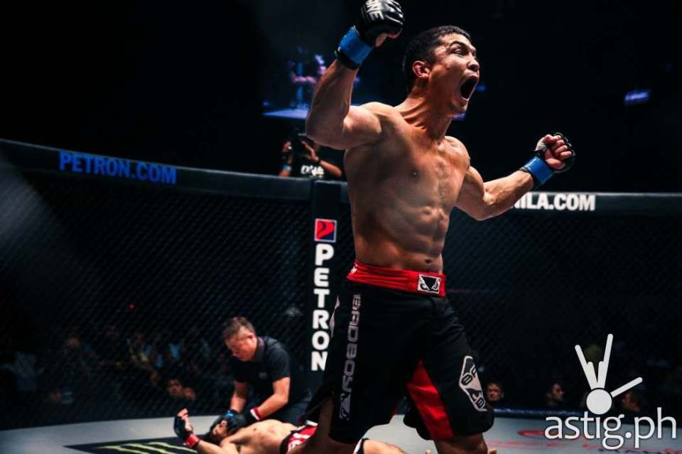 Eduard Folayang was left dazed and unable to get up after receiving a massive knee to the chin from Timofey Nastyukhin