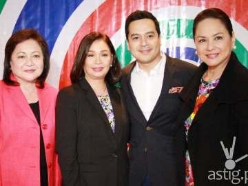 (L-R) Star Creatives head Malou Santos, ABS-CBN broadcast head Cory Vidanes, John Lloyd Cruz, and ABS-CBN president and CEO Charos Santos-Concio