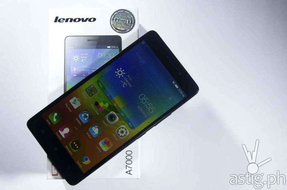 The Lenovo A7000 comes with a vivid 5.5 inch display. No Gorilla Glass, though.