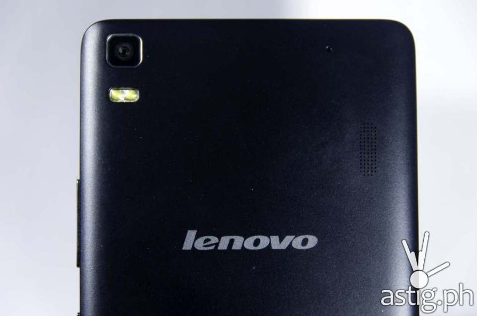 The 8-megapixel Lenovo A7000 camera comes equipped with a dual LED flash
