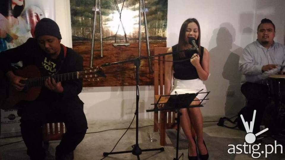 Sitti performs 'Ligaya' at the press conference for Singles Bossa Nova Trio held in Quezon City