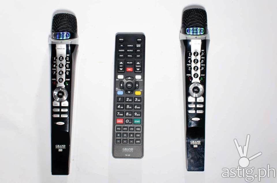 The two wireless microphones can easily replace the remote control on the GRAND VIDEOKE Symphony 2.0
