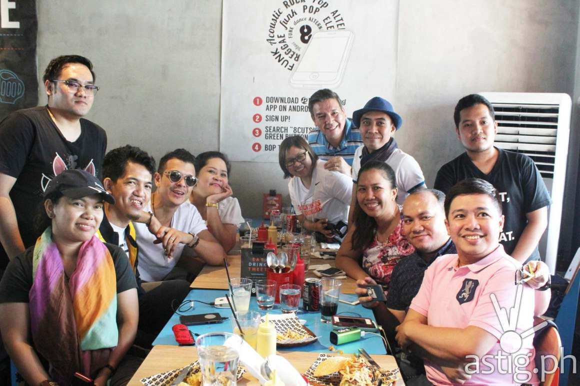 Bloggers were happy as they were able to talk intimately with Jericho Rosales.