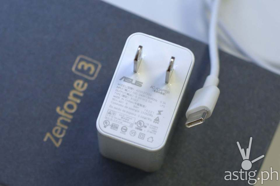 ASUS ZenFone 3 USB Type-C cable and plug