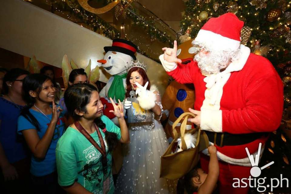 Santa appearance made the kids gasp in excitement