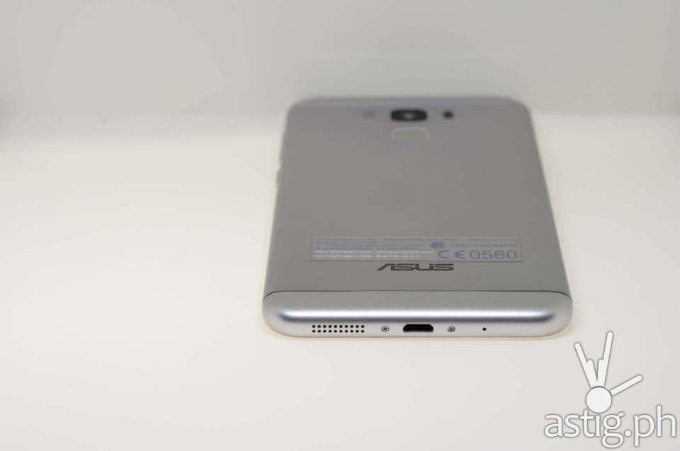 ASUS Zenfone 3 Max USB Type-C port and speaker grille