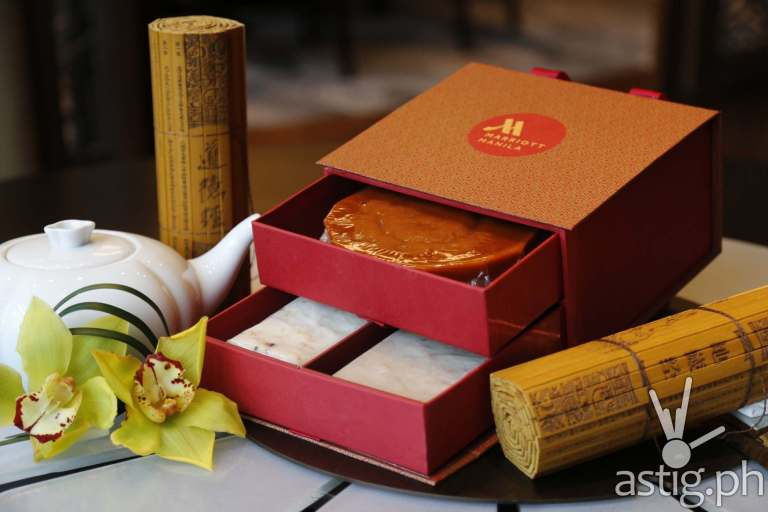 Gift box with Tikoy, Radish Cake and Taro Cake - Man Ho Chinese restaurant