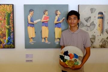 "Grand Prize Winner Artemio Bongawan Jr. of University of Mindanao with his art work entitled ""AGEnt of Success"""