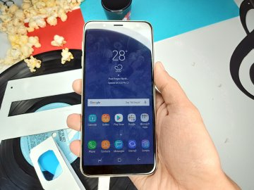 Samsung Galaxy J6 front
