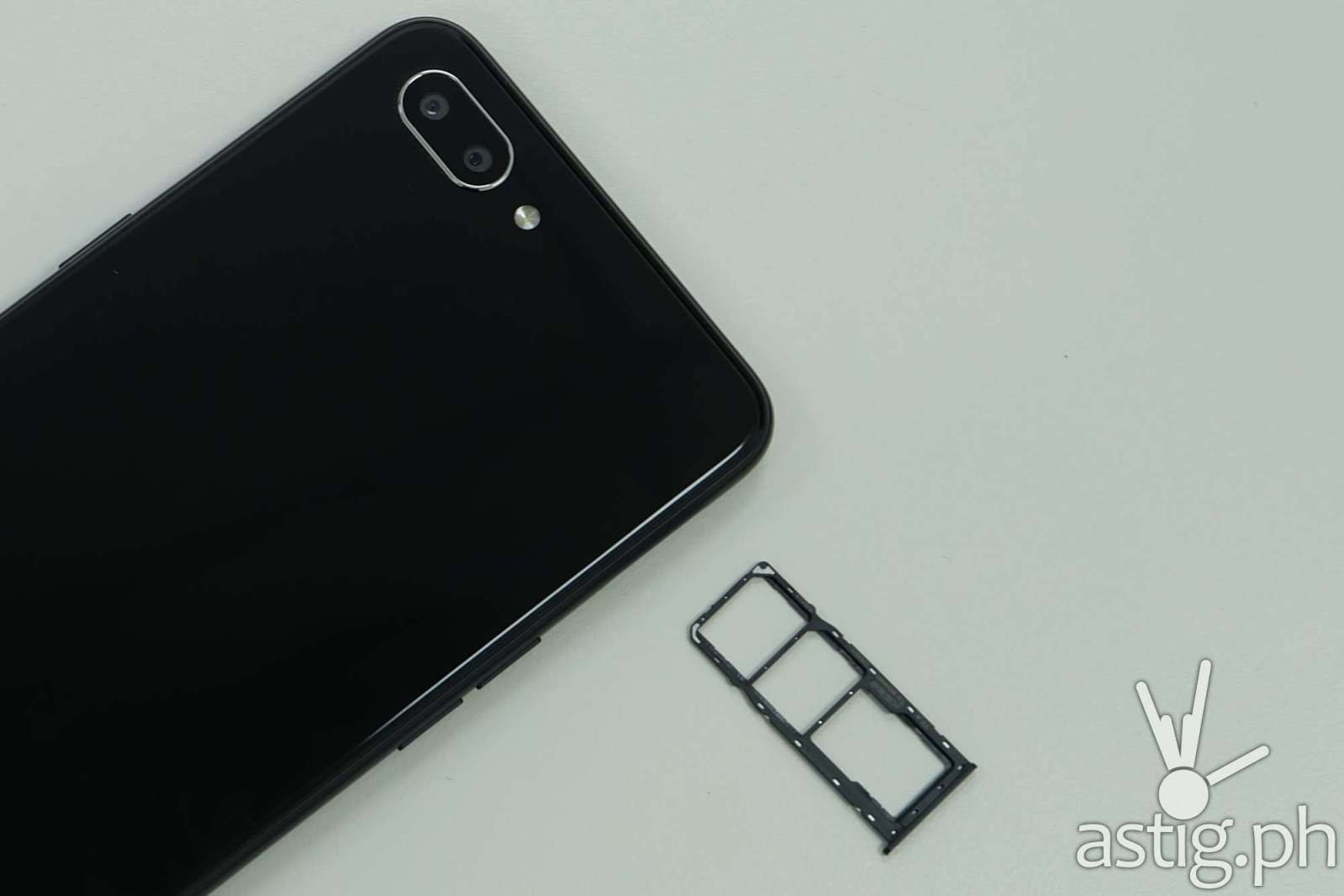 Rear camera with dual SIM tray and MicroSD expansion - Realme C1 Philippines