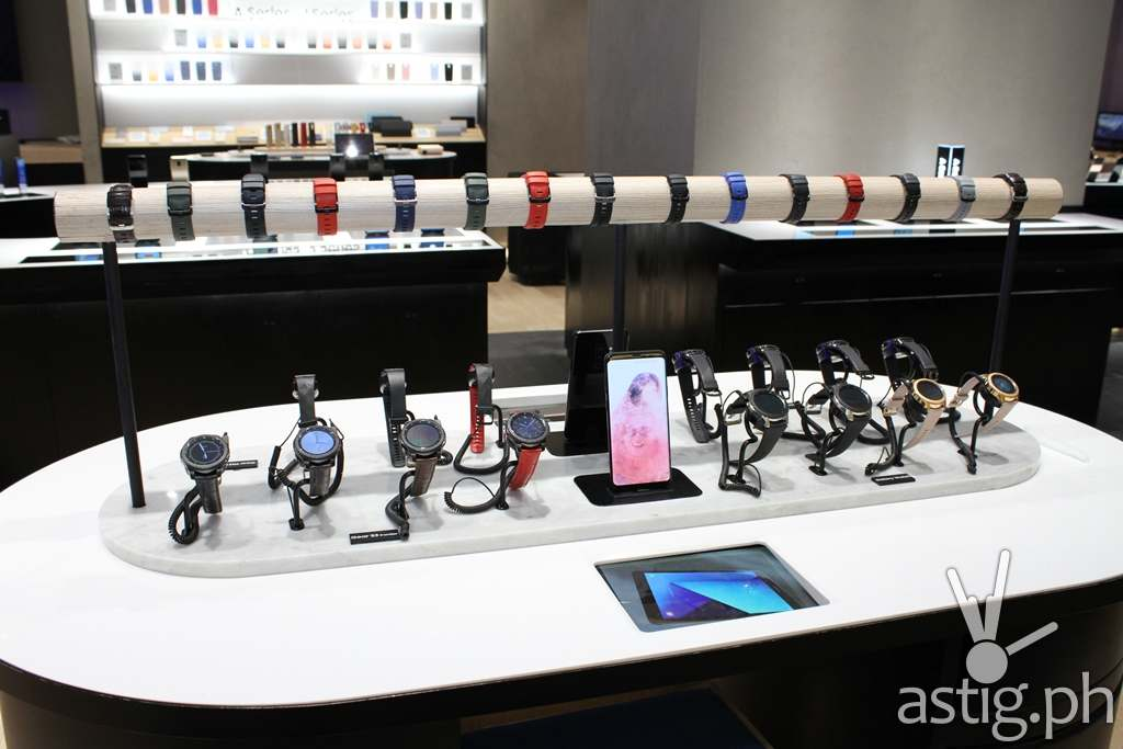 Gear Table - Samsung flagship store Manila Philippines