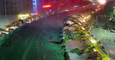100 Plus Excavators Dismantle a Bridge in east China Overnight