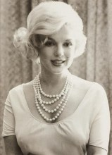 Classic Hits - Marilyn and Pearls