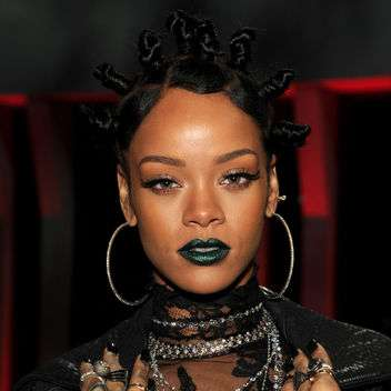 rihanna-green-lipstick-i-heart-radio-awards-square-w352