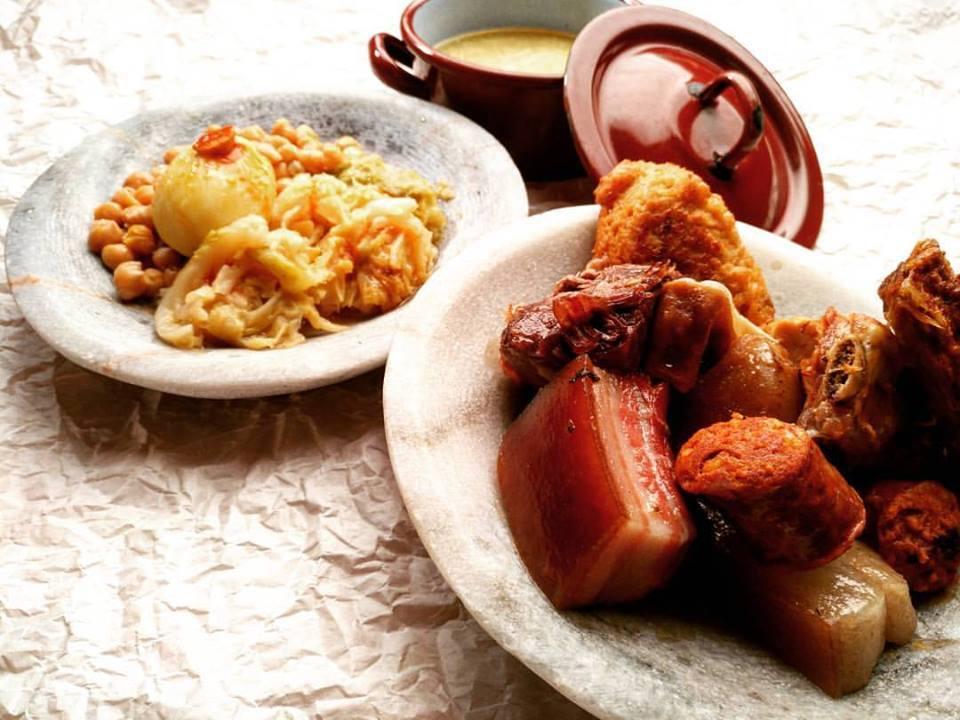 アストルガの名物のコシード。スペイン-食べ物