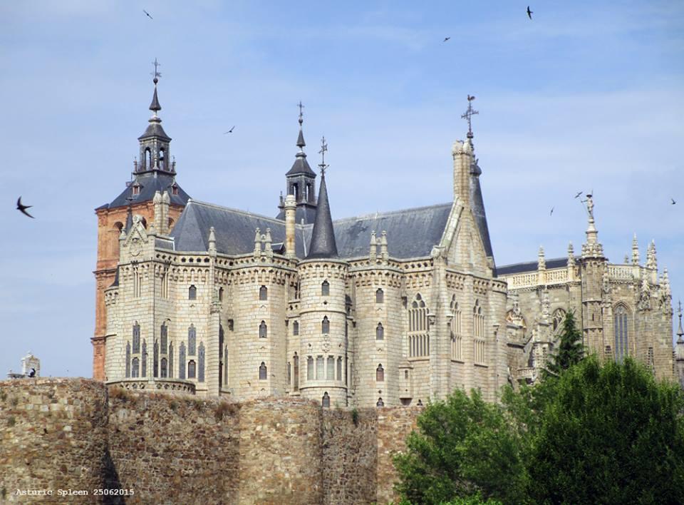 アストルガはレオン州(スペイン)の魅力的な都市です