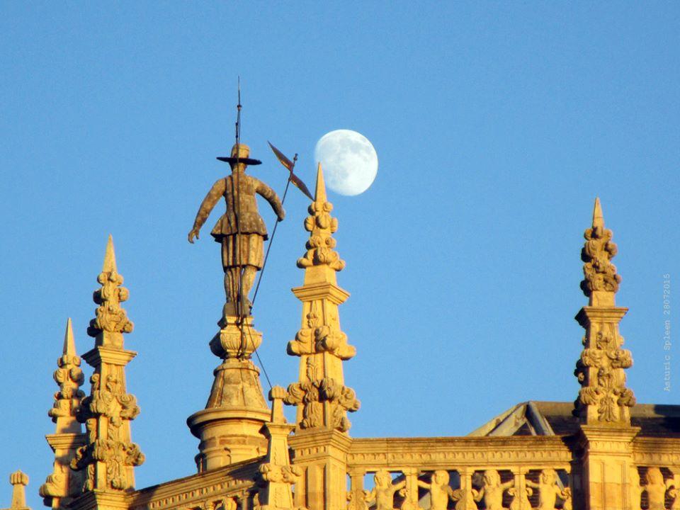 大聖堂の上の像