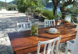 Tanzreise nach Griechenland - Tisch auf der Terrasse