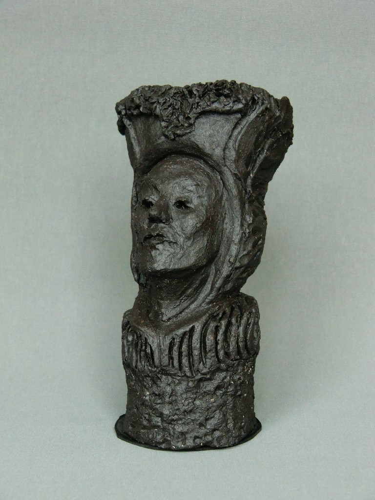 Chaperonne (2), keramiek en zilveren lieveheersbeestje, 15 x 10 x 8 cm, 2012