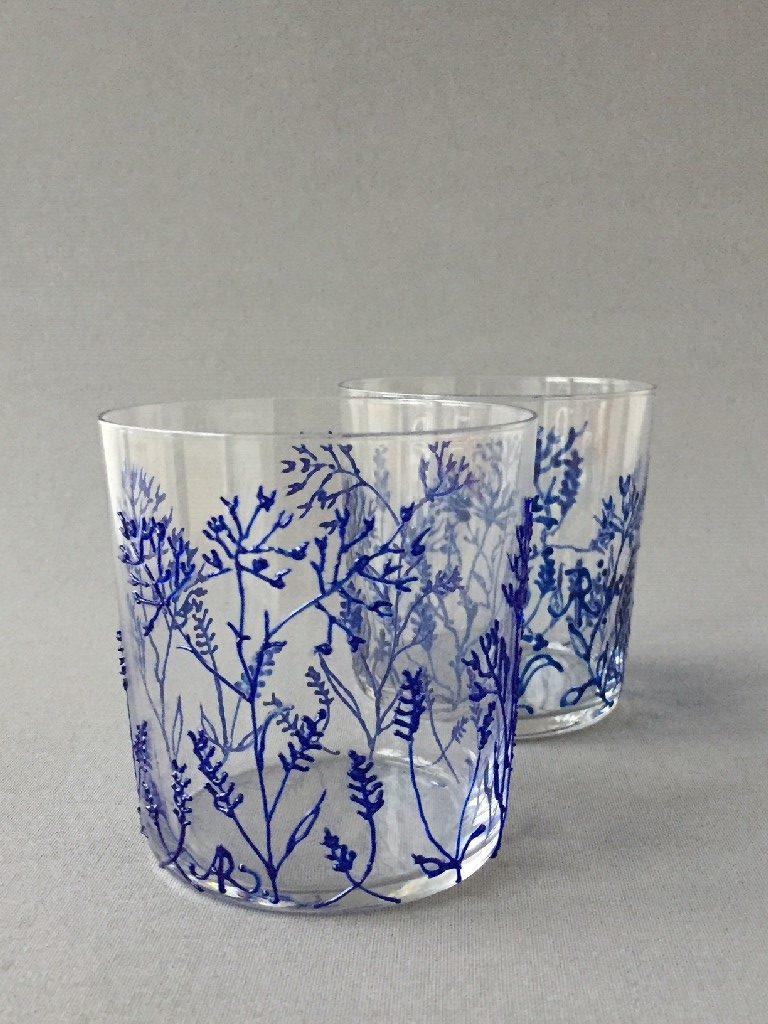 """Glazen """"Twijgjes Azul"""", (laag), gebrandschilderd glas, 9,5 x 8,5 cm, 2018"""