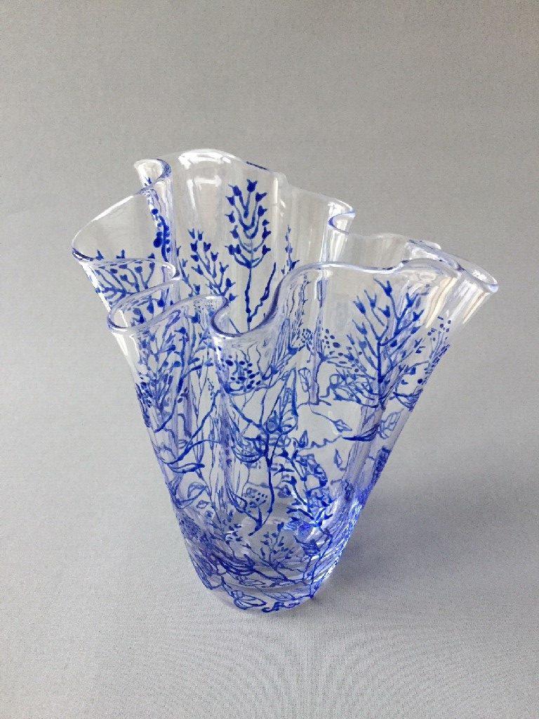 """WaaierVaas """"Twijgjes Azul"""", gebrandschilderd glas, 22 x 20 cm, 2019"""