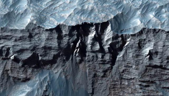 cañón más grande del Sistema Solar