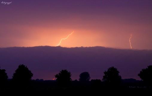Nadchodzi burza...