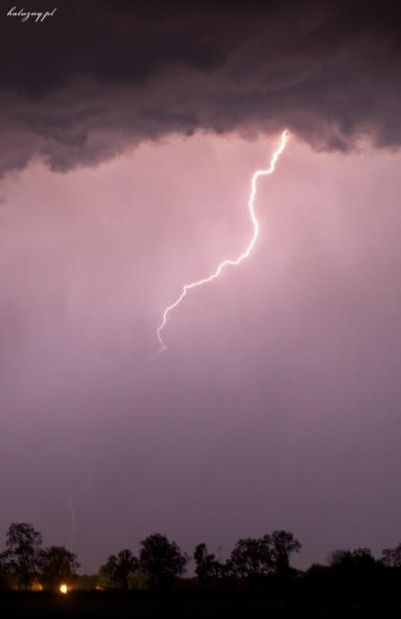 Burza 5/6 VI 2012 - na zdjęciu widać intensywny opad spod chmury