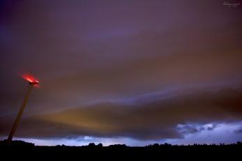 Brzeg chmury burzowej - ujęcie obiektywem szerokokątnym.