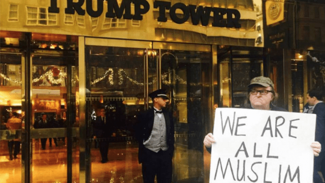 http://www.hollywoodreporter.com/news/michael-moore-protests-trump-tower-849783