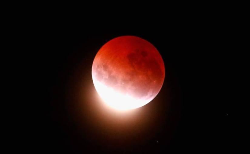 მთვარის ტოტალური დაბნელება – 27 ივლის