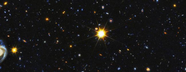 Galaksi-galaksi jauh di alam semesta. Kredit: teleskop Hubble