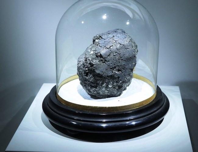 Meteorit karbon kondrit dari masa awal Tata Surya. Kredit: Universitas Manchester