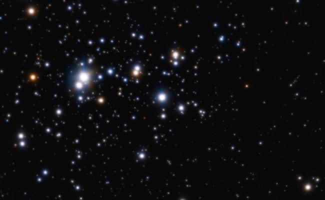 Gugus terbuka Tumpler 14. Gugus bintang yang dihuni lebih dari 2000 bintang yang mirip dengan lokasi ketika Matahari terbentuk. Kredit: ESO/H. Sana